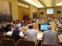 Esperantistaj ĵurnalistoj rezoluciis parlamente